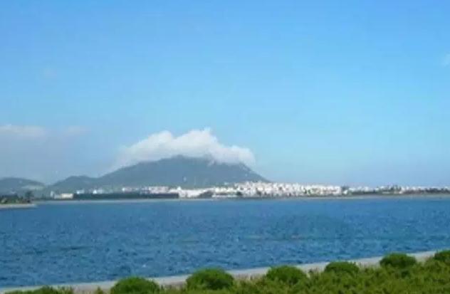 距石岛国际客运码头8公里,距威海飞机场30公里