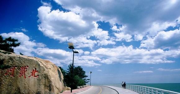 手印,足印及签名纪念碑阵,运动健身场地等主要景点;游览北戴河观海