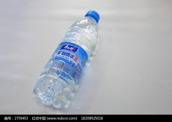 幼儿园矿泉水瓶子装饰图片