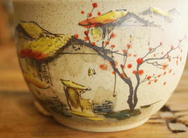 纯手工陶瓷茶叶罐,经过繁复的工艺程序制作而成,体现了一种返璞归真的