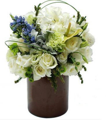 【宝贝描述】:白玫瑰,白色洋桔梗,绿色康乃馨,绿色小菊,圆形花瓶 【增