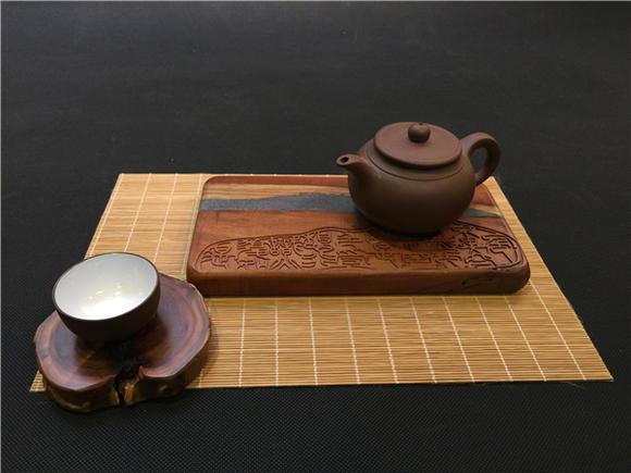 00 库存: 10 件 尺寸:  210*110*20(mm) 种类:  赤金檀木 规格:  茶台