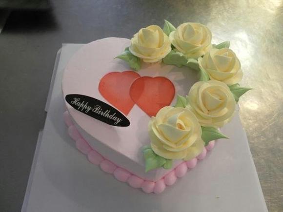 8英寸七夕节蛋糕,两层水果肉夹心图片