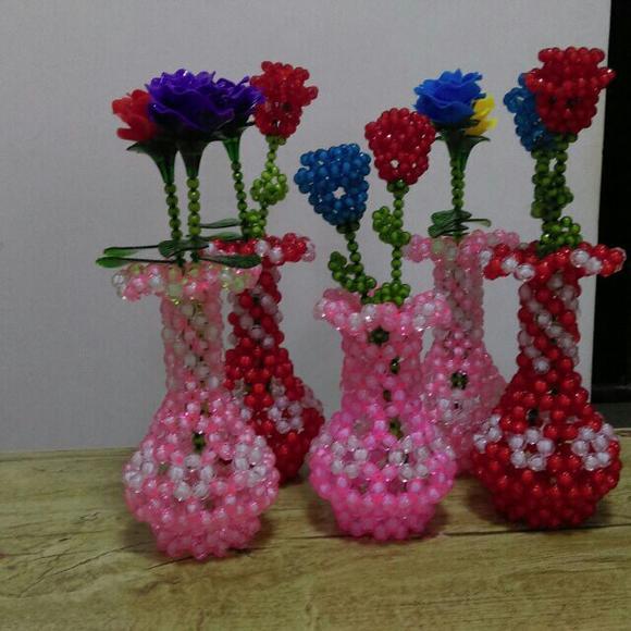 商品详情 纯手工制作,窜珠花瓶,颜色可以定制,满三免邮哦!