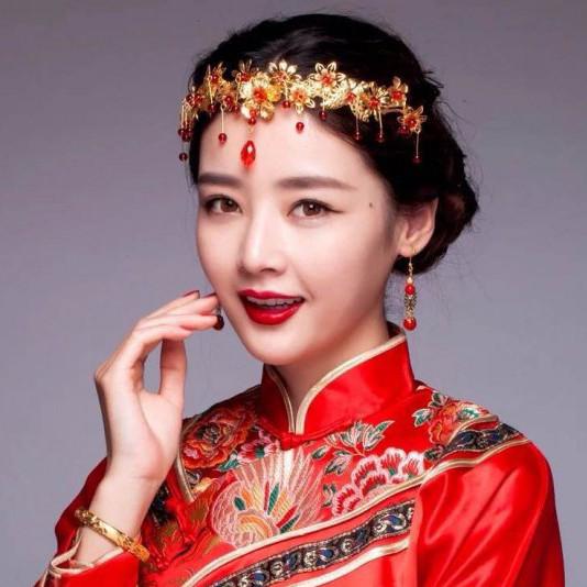 中式喜庆新娘妆图片