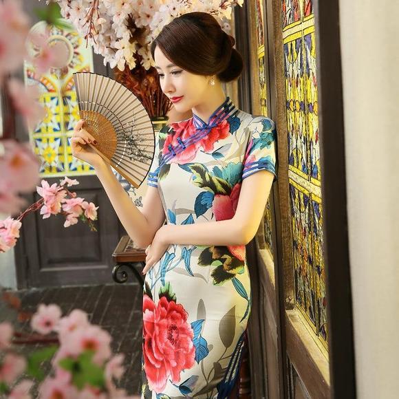 花纹图案丝绸旗袍