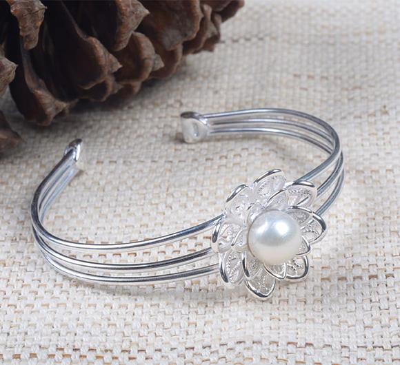 s925纯银饰品 正圆淡水珍珠时尚小巧手镯 开口可调节小清新小花手环