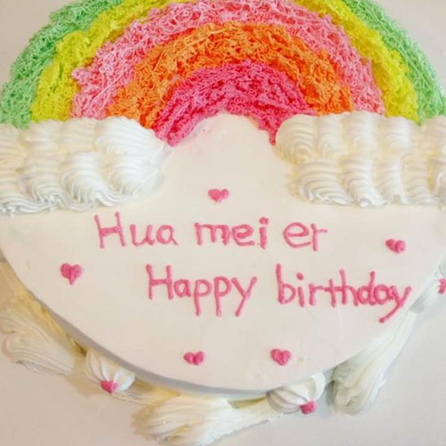 产品详情 蛋糕名称:手绘彩虹蛋糕 蛋糕体:原味戚风蛋糕体 夹心:野生