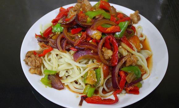 《老回民天下》清真做法新疆拌面饭主食的美食南瓜饭庄图片