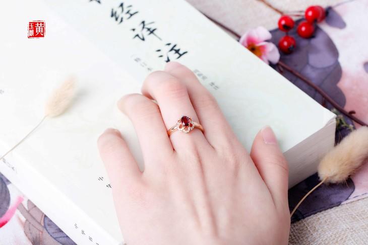 红宝石戒指 18k金镶嵌 椭圆形切割 南非真钻镶嵌 主石