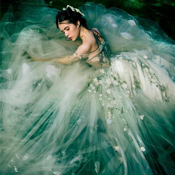 新款影楼主题服装唯美森系婚纱礼服绿色情侣写真外景拍照摄影服饰