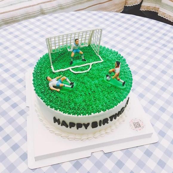 足球图案的蛋糕图片