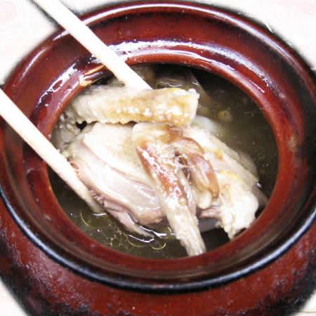 瓦罐乳鸽汤(戴记天麻煨汤)美食节枫泾开幕图片