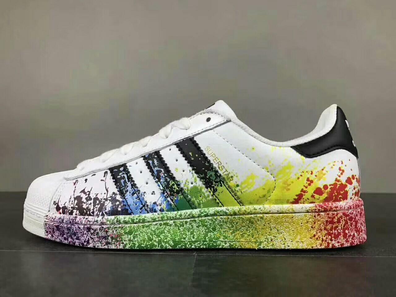 商城货 阿迪达斯adidas 三叶草板鞋 涂鸦白 编码