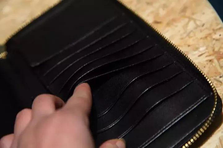 日本进口超纤皮b家烟熏格纹前拉链钱包!内里小牛皮 防伪内衬!图片