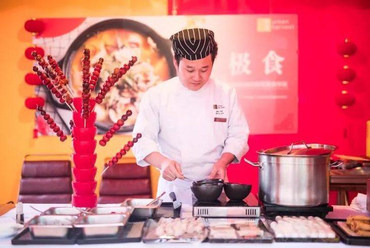 充满年味的冰糖葫芦,彩色手工水饺等!