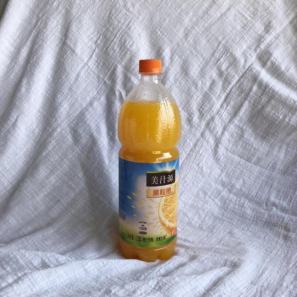 果粒橙瓶子手工制作过程