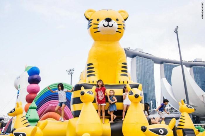 """""""art-zoo艺术动物园""""里的14座超巨型气垫造型以英文26个字母为发想"""