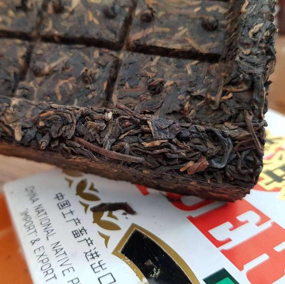 2002年勐海茶厂250克方砖生茶