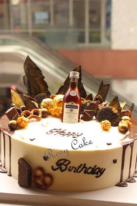 酒瓶蛋糕图片