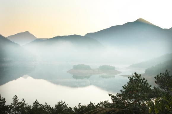 毗邻缙云县,西枕历山,北接塘头,荆州村,距永康市区15公里,总面积约7