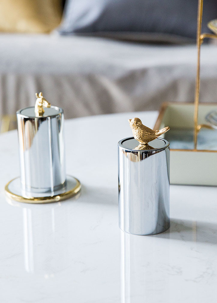 再搭配金色立体动物造型的盖子,立马就变成可以装饰餐桌的精致小物.