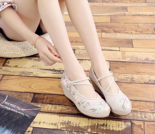 【清仓特价 不退不换】BSZX7560-02新款民族风高跟绣花鞋女TZF 商品图3