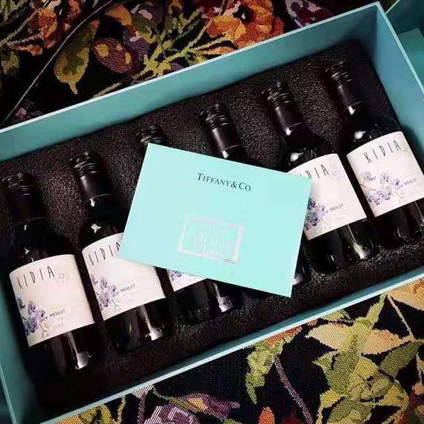 [迷你版梅洛干红 蒂芙尼蓝礼盒装]可以藏在口袋里的酒 智利蒂兰酒庄 187ml/瓶 6瓶装 商品图0