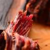 阿坝州纯手工手撕牛肉 肉质紧实 风干制作 嚼劲十足 椒香四溢 五香/麻辣味 商品缩略图1