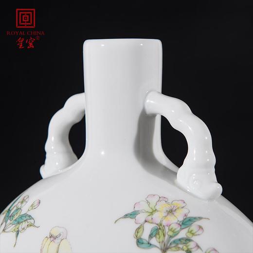 皇窑 仿清雍正款粉彩花鸟纹卷云耳抱月瓶 商品图2