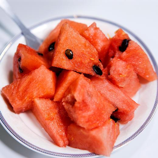 沙漠小吊西瓜  果肉鲜红  瓜瓤饱满  口感多汁~ 商品图4