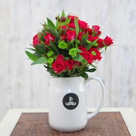 胡须先生 红色多头小玫瑰搭配花束 家庭鲜花速递HXS2015031202