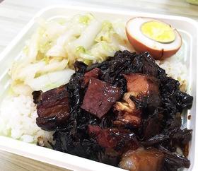梅菜扣肉盖浇饭