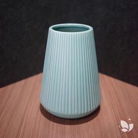 「小瓷」花器,地中海极简风,为你而来。适用于「主题花系列礼品版」「主题花系列DIY版」「Nature自然系列」若用此瓶,需将花根部剪短。