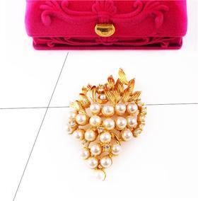 """【贝拉】vintage设计灵感来源于—""""满载果实"""" 22颗人造珍珠打造而成 手工镶嵌18K铜镀金 立体造型设计 胸针 精品收藏 仅此一枚"""