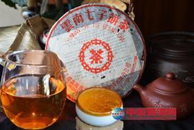 """【绝版】九七""""大口中红印"""",昆明干仓老生茶,汤色金红透亮。"""