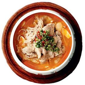 金汤肥牛   红汤的刺激搭上肥牛爽滑,配上新鲜野生花椒、回味无穷