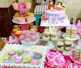 创意组合甜品台