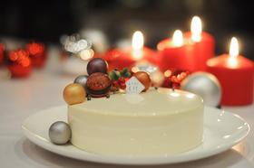 圣诞款白巧克力覆盆子慕斯蛋糕WHITE CHOCOLATE RASPBERRY MOUSSE CAKE