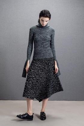 SYUSYUHAN羊毛独特袖子造型贴身螺纹弹力高领毛衣