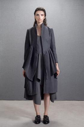设计师款繁琐工艺精细制作多层次压褶立体羊毛大衣