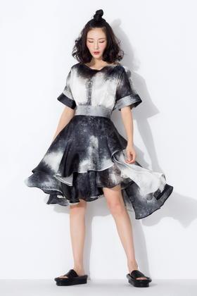 SYU HAN原创设计 独家定制重磅真丝岩石纹面料 一字领大摆连衣裙