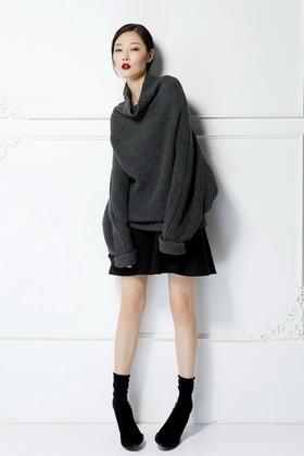 羊毛粗针 慵懒时髦的存在感拼接结构松垮高领大毛衣