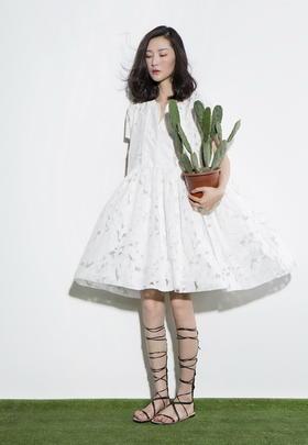 SYUSYUHAN绝美的夏天光影透视两件套连衣裙提花面料