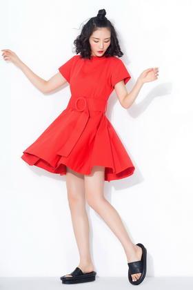 独特剪裁挺括棉 夸张圆环腰带大摆通勤红连衣裙