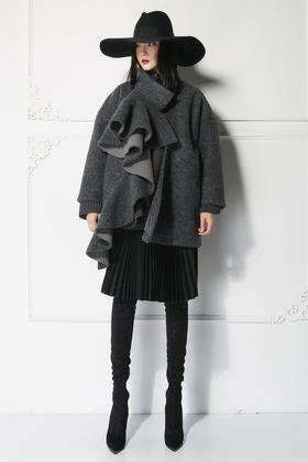 SYU HAN原创设计 独特立体荷叶边浮夸造型 羊毛复合茧形厚重大衣