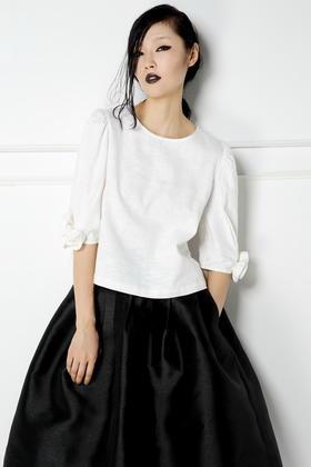 SYU HAN原创设计 个性粗纺麻料 手工制作立体花朵七分袖短款上衣