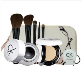 卡尔文克雷恩(Calvin Klein)无暇魅惑套装(眼线膏+无瑕粉饼+睫毛夹+化妆刷五件套+粉底小样+化妆包)