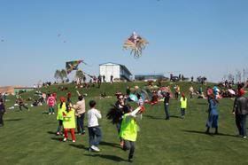 【风筝节成人票】和春天的约会——不用去潍坊也可以感受的千人风筝盛宴,各种好玩的亲子游戏与成长体验等你来!