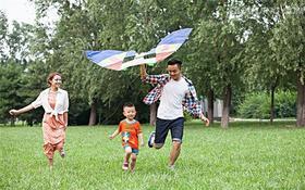 【风筝节一大一小】和春天的约会——不用去潍坊也可以感受的千人风筝盛宴,各种好玩的亲子游戏与成长体验等你来!